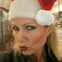 Foto tirada no(a) Lowes Foods por Lisa W. em 12/20/2012