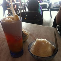 Photo taken at Swee Kang Ais Kacang (瑞江紅豆冰) by Natasha N. J. on 10/1/2012