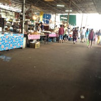 Photo taken at ร้านขายปลา by อยู่เพื่อเรียนรู้ ความเจ็บปวด on 7/20/2013