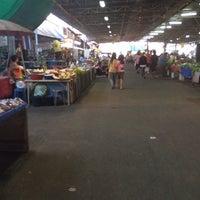 Photo taken at ร้านขายปลา by อยู่เพื่อเรียนรู้ ความเจ็บปวด on 12/8/2013