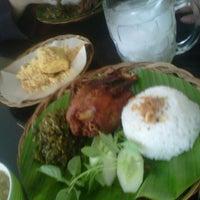 Photo taken at Bebek Kaleyo by Agus S. on 12/19/2012