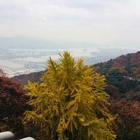 Photo taken at Sujongsa by Jee-eun K. on 11/10/2017