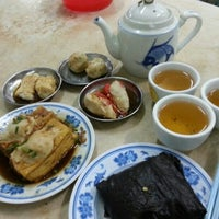 Photo taken at 万鸿香茶楼 Ban Hong Xiang Tea House by Jason T on 1/18/2013