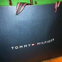 Photo taken at Tommy Hilfiger by Ricardo B. on 10/27/2012