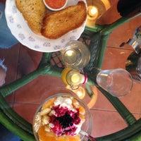 Foto tomada en Cafelito por Ana L. el 12/21/2014
