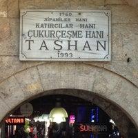 Photo prise au Taşhan Historical Bazaar par Ercan E. le10/16/2012