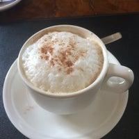 Снимок сделан в Amber Cafe пользователем Su Thar N. 12/27/2014