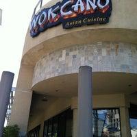 Photo prise au Wokcano Asian Restaurant & Lounge par Sean M. le3/11/2012