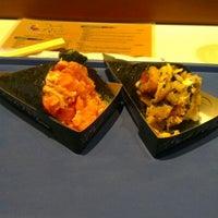 Foto tirada no(a) Sushi Roots Express por Domingos T. em 8/9/2012