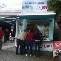 Das Foto wurde bei Alano Pizza Mini Pizza von Özgür Ö. am 9/13/2013 aufgenommen