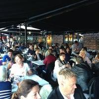 Das Foto wurde bei Louise Restaurant & Bar von Joachim L. am 5/31/2013 aufgenommen