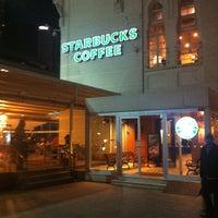 2/18/2013 tarihinde Halkalı Hayat Parkı Halısahasıziyaretçi tarafından Starbucks'de çekilen fotoğraf