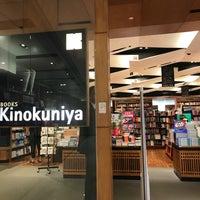 Foto tirada no(a) Books Kinokuniya por Kris A. em 11/13/2017