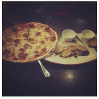 Photo taken at Handuraw Pizza by Iris B. on 2/9/2013