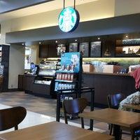 Photo taken at Starbucks by Puntacha I. on 7/4/2013