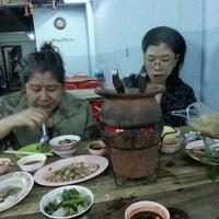 Photo taken at หมูอ้วน ชวนแวะ จิ้มจุ่ม @ บางขุนเทียนชายทะเล by Ninh Ninh J. on 10/11/2012