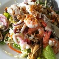 Photo taken at Phu-Talay Seafood Koh Chang by Prasit W. on 9/29/2012
