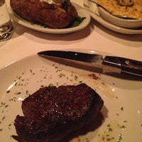 Photo taken at Fleming's Prime Steakhouse & Wine Bar by Murray on 4/24/2013
