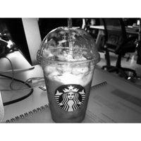 Foto tomada en Starbucks por Luis E. B. el 3/15/2013