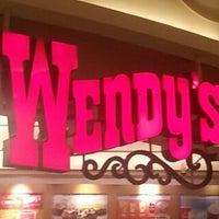 Photo taken at Wendy's by Yohan Gabriel L. on 10/22/2012