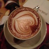 Foto tirada no(a) Oscar Café por Rodrigo ༀ N. em 9/27/2012