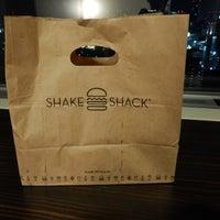 Photo taken at Shake Shack by Kanesue on 12/31/2015