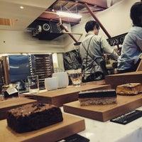 Foto tirada no(a) DANDELION CHOCOLATE ファクトリー&ストア蔵前 por Ruri K. em 2/18/2016