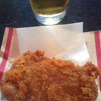 Photo taken at ケンタッキーフライドチキン 青物横丁店 by 飲んで食って B. on 2/14/2015