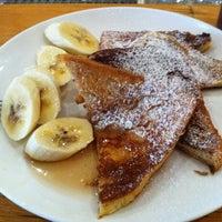รูปภาพถ่ายที่ Café Puck โดย Michael J. เมื่อ 10/20/2012