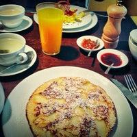 Photo prise au Claus - La table du petit-déjeuner par Gregory le7/17/2013