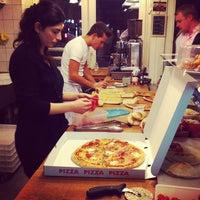 Das Foto wurde bei Pizza Nostra von City is Yours am 12/4/2012 aufgenommen