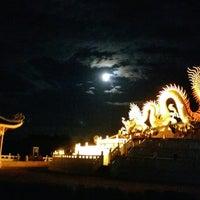Photo taken at สนามบาส อุทยานสวรรค์ by Narokkaphum on 8/10/2014