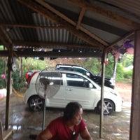 Photo taken at Paya Dalam Snow Wash by Tamidi A. on 11/14/2012