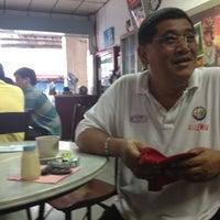Photo taken at Nan yang coffee shop by Tamidi A. on 12/16/2012