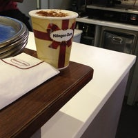 Photo taken at Häagen-Dazs by Vanessa R. on 2/26/2013