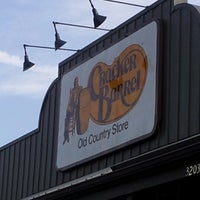 Photo taken at Cracker Barrel Old Country Store by Ravioli S. on 10/6/2012