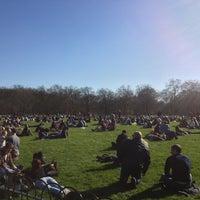 รูปภาพถ่ายที่ Green Park โดย Atash G. เมื่อ 4/20/2013