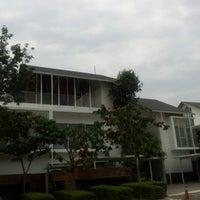 Photo taken at Seri Pilmoor Ara Damansara Show House by Afiq K. on 1/12/2013