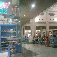 Foto tirada no(a) Praça de Alimentação por Arthur N. em 10/8/2012