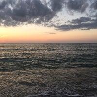 Foto tomada en Seagate Beach por Jennifer W. el 12/26/2017