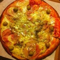 Foto tomada en Central de Pizzas por Erichism el 10/7/2013