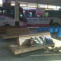 Das Foto wurde bei Khon Kaen Bus Terminal von Jirat w. am 1/1/2013 aufgenommen