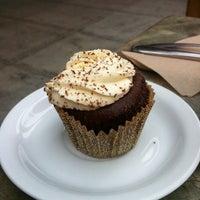 Photo taken at Cups Organic Cupcakes by Nazlihan on 10/19/2012