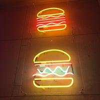 Снимок сделан в Moo Moo Burgers пользователем Alexey P. 11/24/2017