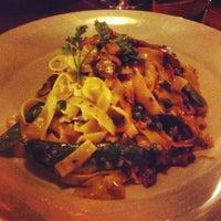 Foto tomada en The Hot House Restaurant & Bar por Wendy K. el 2/4/2013