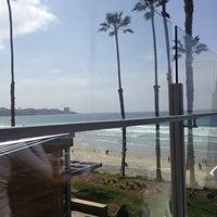 Foto diambil di Caroline's Seaside Cafe oleh Leo G. pada 3/17/2013