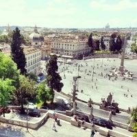 Foto tomada en Piazza del Popolo por Olga T. el 5/25/2013
