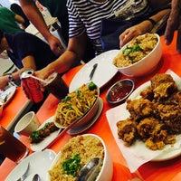 Foto tomada en Sincerity Café & Restaurant por Brends T. el 9/23/2017