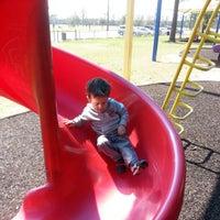 รูปภาพถ่ายที่ Alexander Deussen Park โดย Jhonny M. เมื่อ 2/24/2013