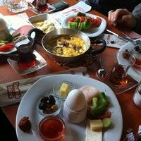 12/3/2012 tarihinde Bahar Alan💕ziyaretçi tarafından Çakmak Kahvaltı Salonu'de çekilen fotoğraf